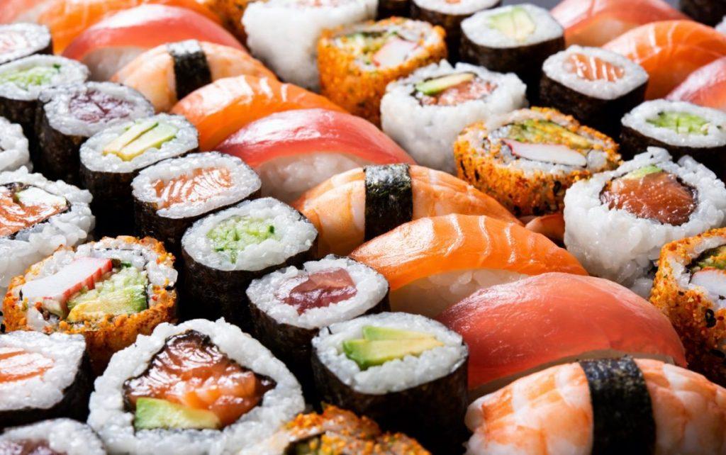 sushi, nigiri y rollos