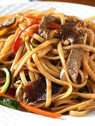 Noodles bañados en salsa